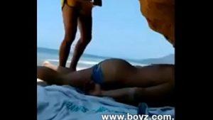 Um delicioso sexo em Alto mar na praia