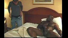 Galeguinho jovem dando pro negao gay no interracial