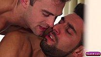 Porno gay Gabriel Clark fodendo barbudo safado