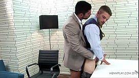Hot gay de chefe fodendo estagiário safado