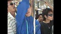 Gay no onibus japones em vídeo grupal com desconhecidos