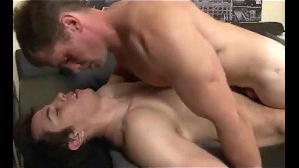 Homens se beijando e depois fudendo