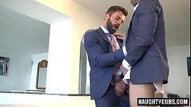 Gay bonito novinho loiro levando do sarado amigao