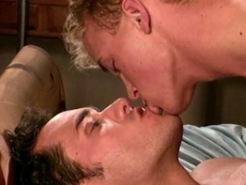 Americanos se beijam e fazem uma bela trepada