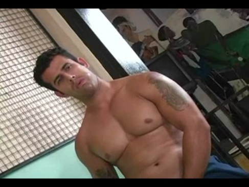 Sarado comedor fodendo com dois boys gays brasileiros